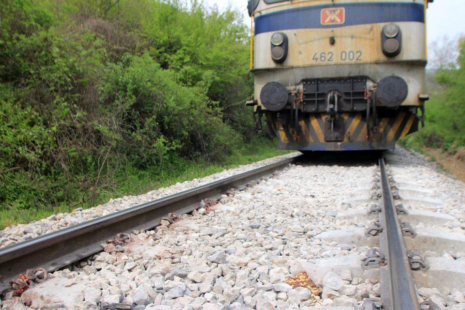 Воз се излизга на пругата во кумановско Романовце
