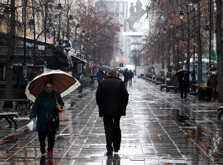 Работната недела стартува облачно со врнежи од дожд