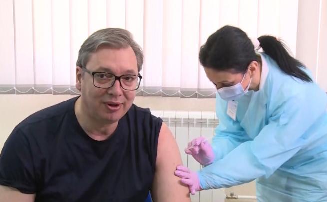 Вучиќ прими втора доза од вакцината против Ковид-19