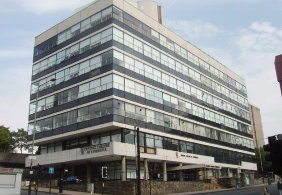 Агент за недвижности продал ист стан на повеќе купувачи, парите не им ги враќа