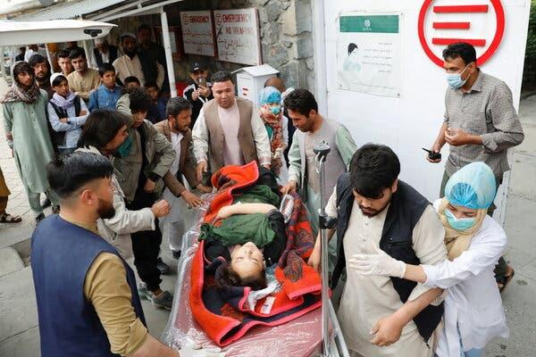 (ВИДЕО) Најмалку 40 мртви во напад на училиште во Авганистан