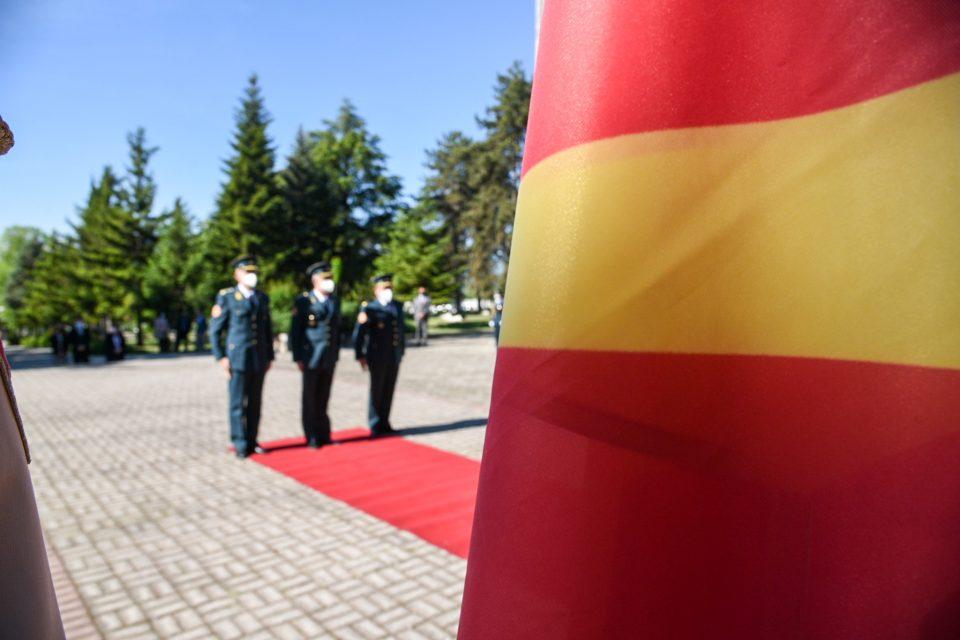 (ФОТО) Владина делегација положи цвеќе на партизанските гробишта во Бутел