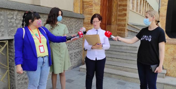 Поднесена новата иницијатива за референдум против дигитализацијата во образованието до Собранието