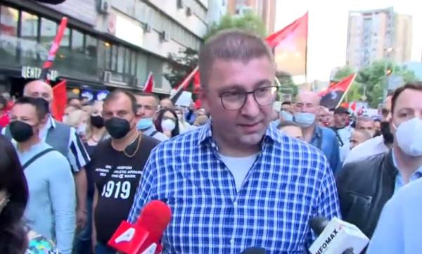 Мицкоски од протестот: Не си играјте со трпението на народот затоа што тоа трпение има крај!