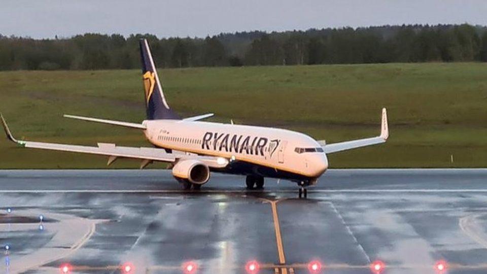 """Авион на """"Рајанер"""" принудно слетал во Берлин поради дојава за бомба"""