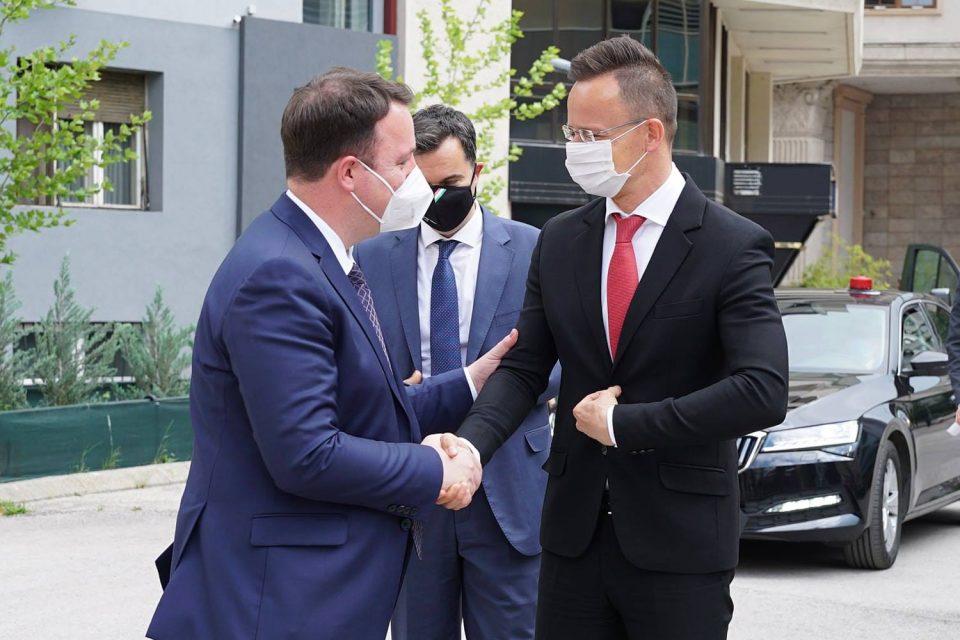 Николоски: Голема благодарност за помошта која ја дава Унгарија на Република Македонија