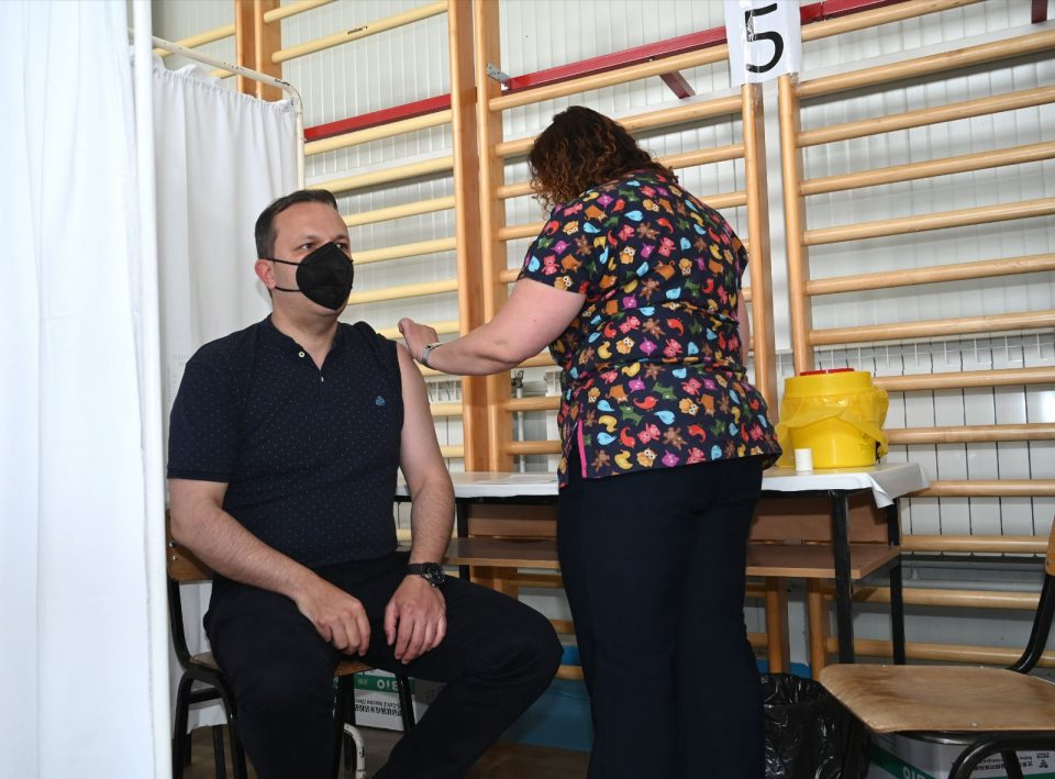 (ВИДЕО) Министерот Спасовски се вакцинираше