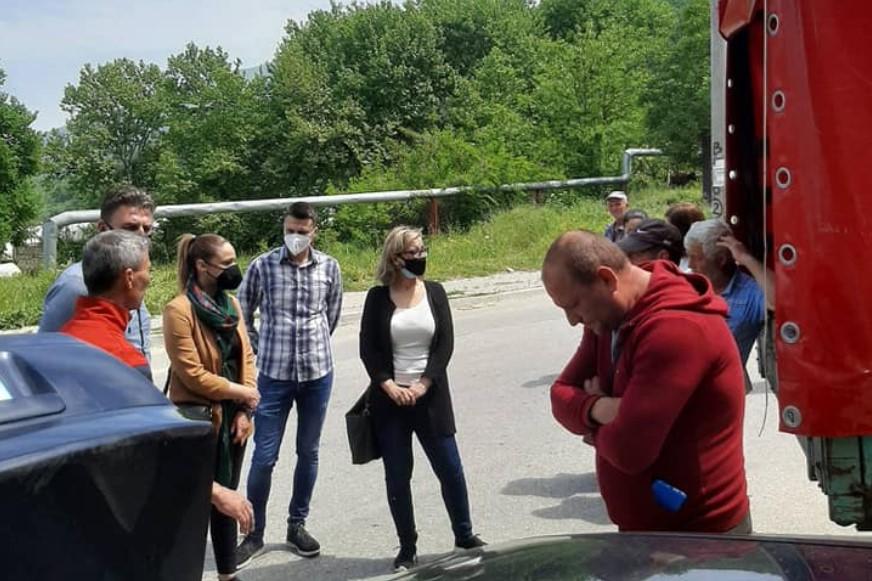 (ФОТО) Во полна пареа: Пратениците на ВМРО-ДПМНЕ посетија десетици населени места низ цела Македонија