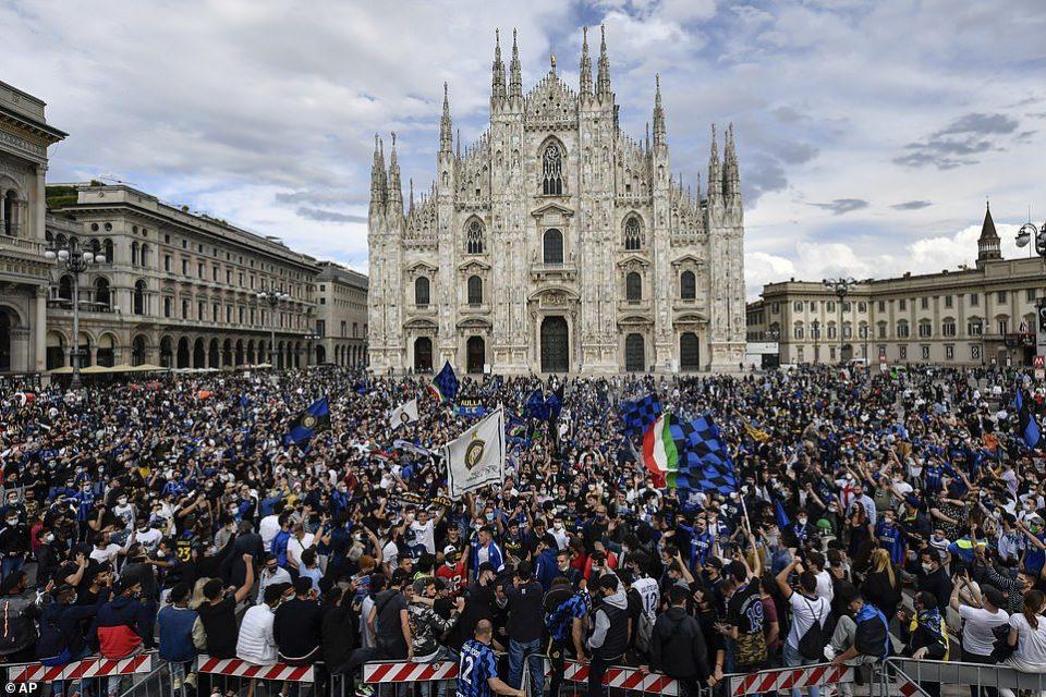 (ВИДЕО) Фановите на Интер ги игнорираа мерките, масовно се славеше шампионската титула