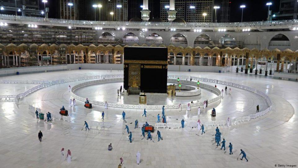 Саудиска Арабија го ограничи аџилакот во Мека на 60.000 верници