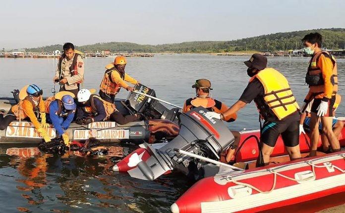 """Најмалку седум туристи се удавиле при обид да направат """"селфи"""""""