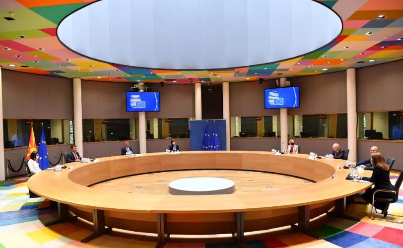 Да се спроведе едногласна одлука почеток на преговорите на С. Македонија и Албанија, порачаа Заев и Мишел