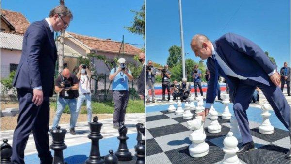 (ВИДЕО) Вучиќ и Радев одиграа пријателска партија шах