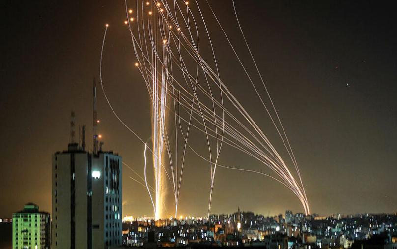 (ВИДЕО) Хамас испука 130 ракети кон Тел Авив