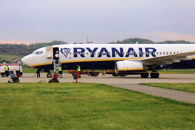 Грција го осуди принудното слетување на авионот на Рајанер и побара итно ослободување на сите патници