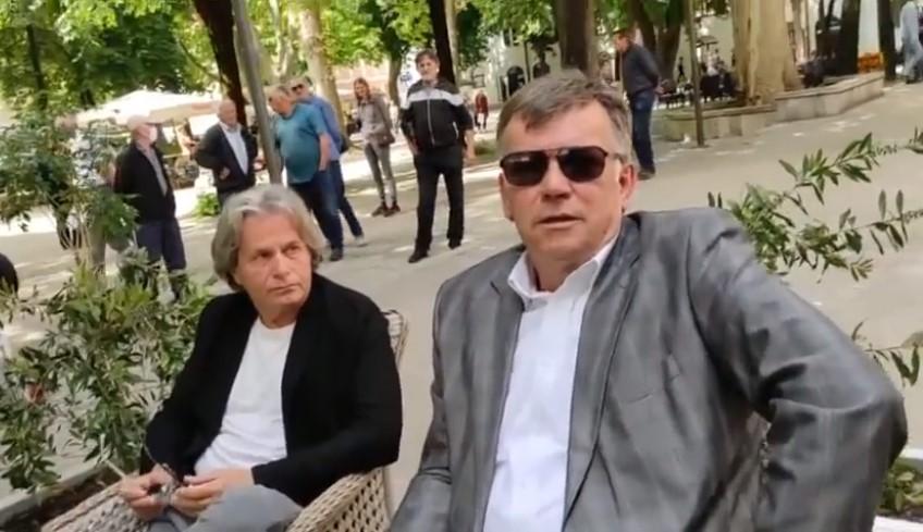 """(ВИДЕО) Босанец """"ги подбра"""" судиите додека си седеа во кафуле- """"на работа веднаш"""""""