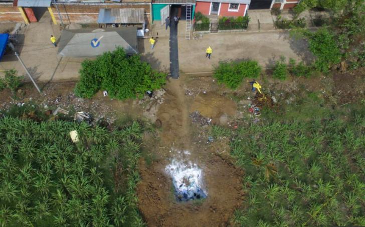 ХОРОР: Пронајдени околу 40 закопани тела во двор на поранешен полицаец
