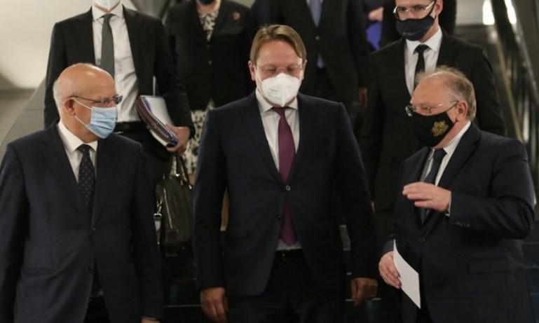 Бугарскиот министер за надворешни работи е спремен да разговара, но не и да го тргне ветото