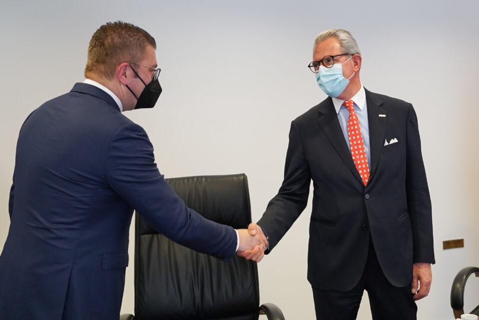 Средба на Мицкоски со шефот на ОБСЕ: Власта не се справи добро со пандемијата