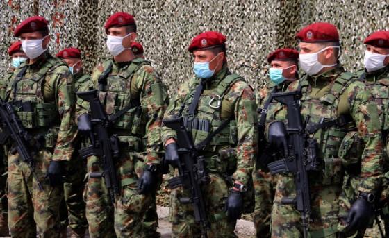 Началникот на српскиот ГШ наредил задолжително вакцинирање на војниците – сега кривично ќе одговара?