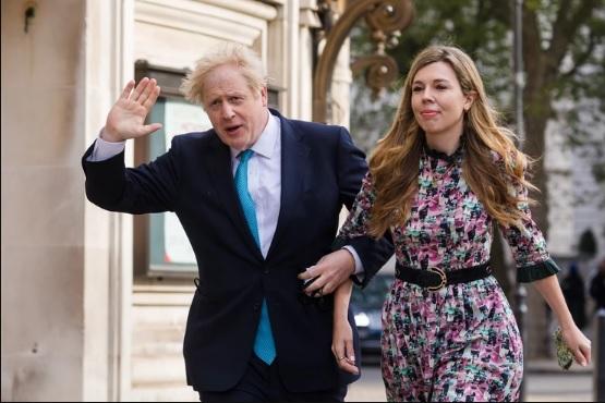 (ФОТО) Објавена првата фотографија од тајната венчавка на Борис Џонсон
