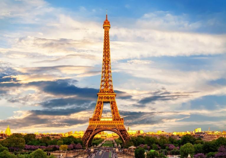 Еве кога се отвора Ајфеловата кула за посетителите