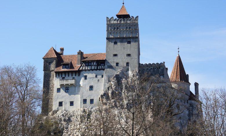Посетителите на замокот на Дракула можат да се вакцинираат против коронавирус на лице место