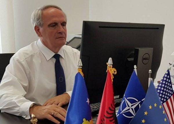 """""""Физички ќе ја бранам функцијата ако треба"""": Косовскот амбасадор во Македонија одбива да биде сменет!"""