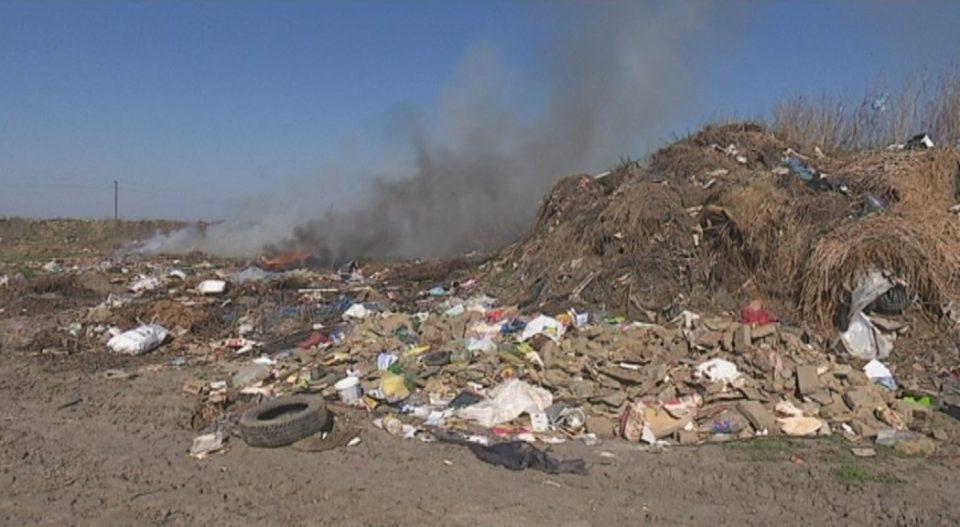 Запалена депонијата во Штип, чадот се чувствува во цел град