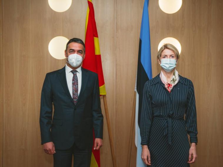 ЕУ да ги исполни ветувањата и да ги отвори преговорите со С. Македонија, порачаа Димитров и Лииметс