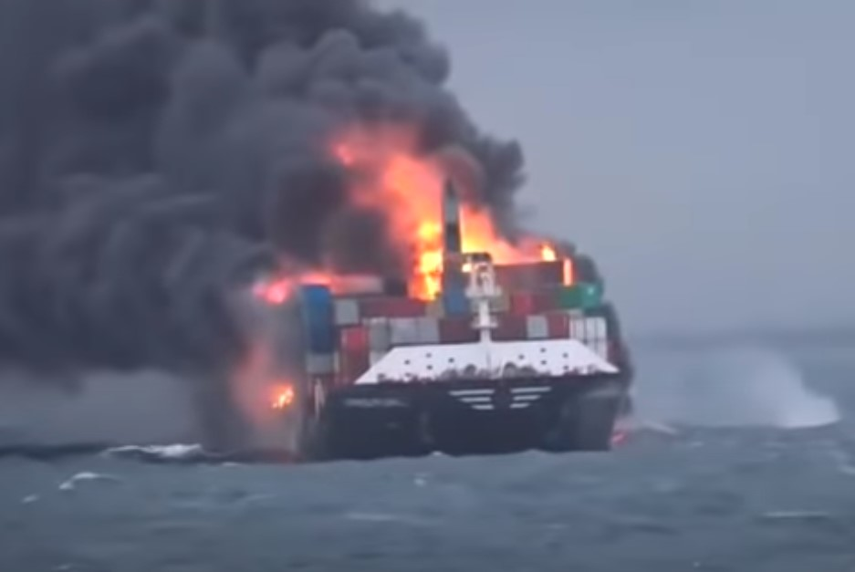 (ВИДЕО) ЕКСПЛОЗИЈА на брод со азотна киселина во близина на Шри Ланка