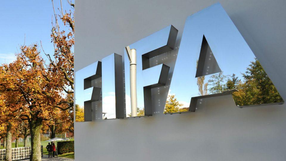 Швајцарска банка призна дека перела пари за службеници во ФИФА