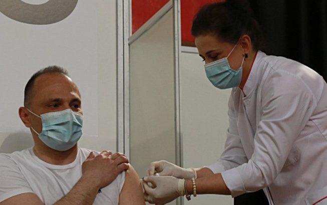 Министерот Венко Филипче денеска се вакцинираше против Ковид-19