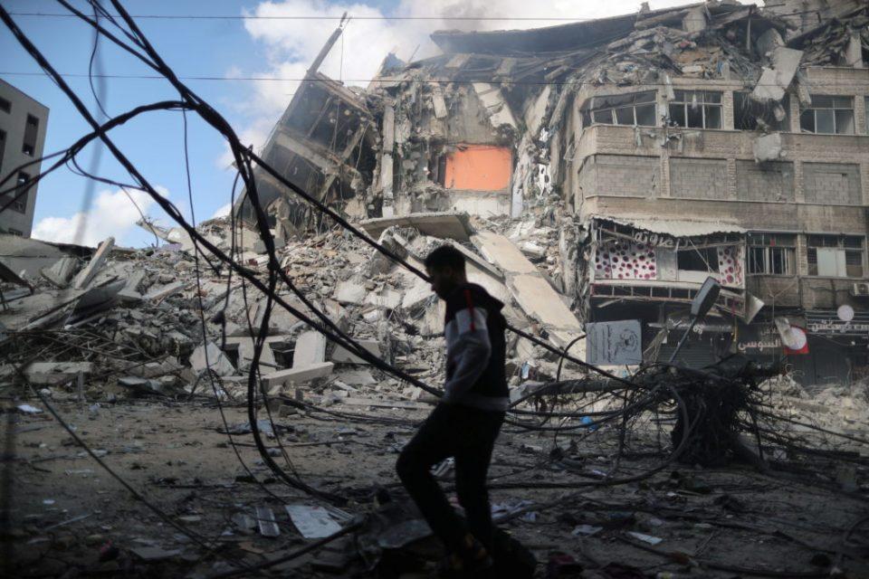 (ФОТОГАЛЕРИЈА) Како изгледа Газа по вчерашните воздушни напади на Израелската армија над позиции на Хамас?