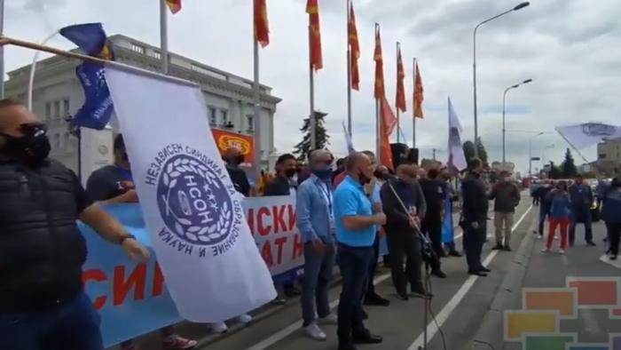 """(ВИДЕО) """"За ред, за правда, за дисциплина"""": Протест на КСОМ пред Влада"""