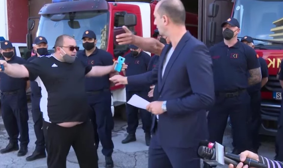 (ВИДЕО) Инцидент на прес конференцијата на штипскиот градоначалник