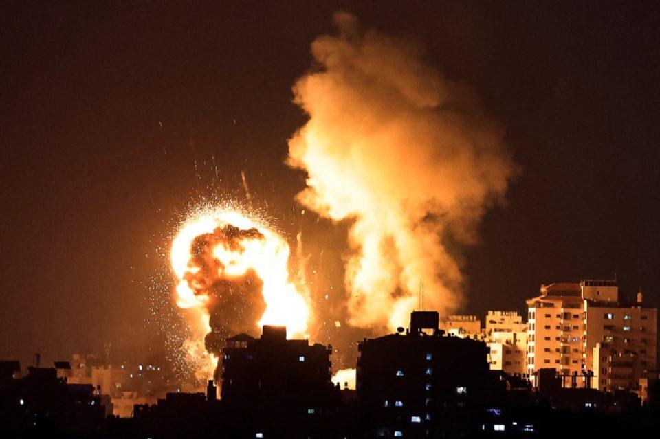 (ВИДЕО) Израел гранатираше домови на команданти на Хамас, продолжуваат ракетните напади од Газа