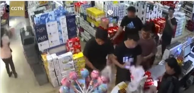 (ВИДЕО) Силен земјотрес во Кина, луѓето бегале во паника