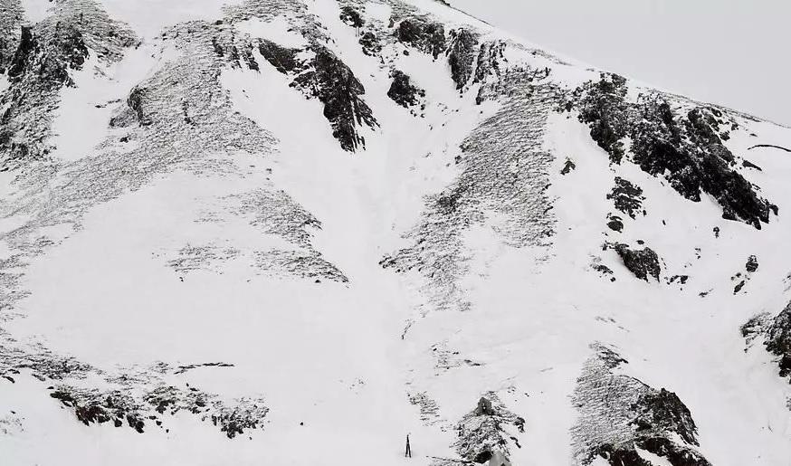Две лавини во француските Алпи проголтаа седум лица