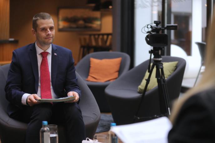 Клус: Не е прифатливо да ги раздвоиме С. Македонија и Албанија во процесот на проширување