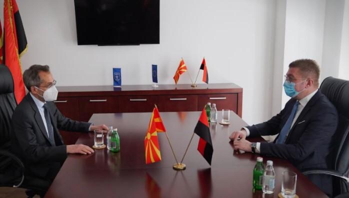 Мицкоски на средба со Кундурос: Власта ја внесе Македонија во здравствена и економска катастрофа