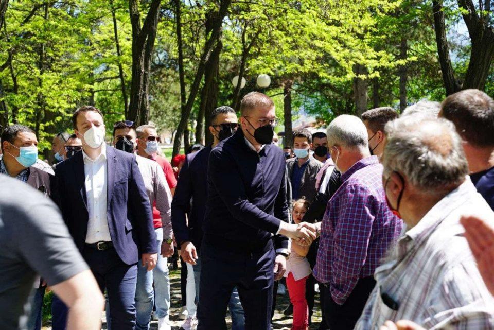 Мицкоски: Преговори веднаш, оставете го Заев и тие главоклимачи околу него, не се тие Македонија