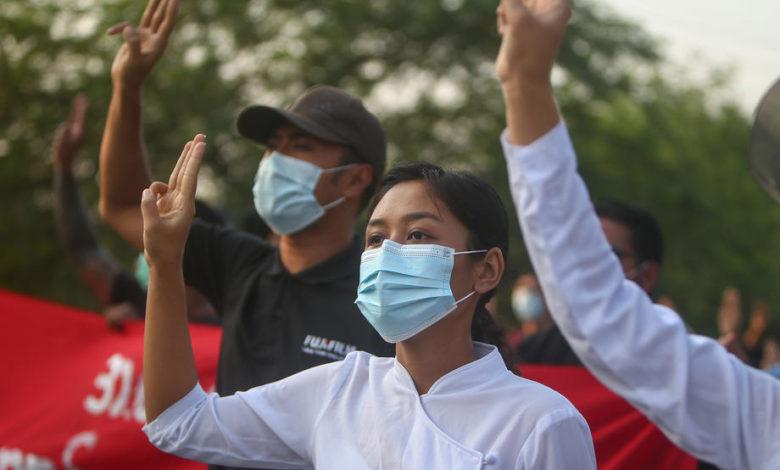 Во Мјанмар суспендирани повеќе од 11.000 академици и наставници