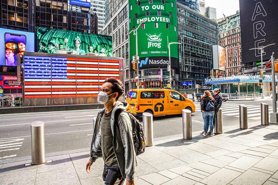 Њујорк укина дел од мерките: Вакцинирани над 60 отсто од жителите