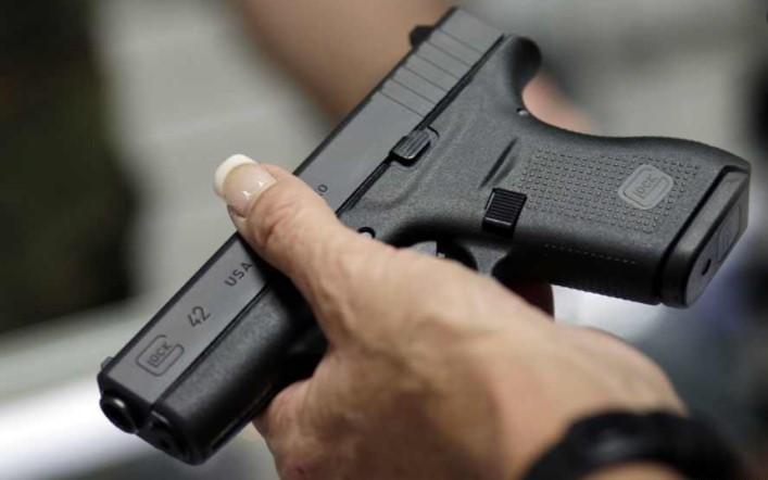 Претрес во Дебарско, приведени три лица поради дрога и оружје