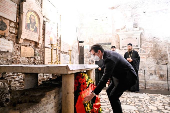 """Претседателот Пендаровски положи цвеќе на гробот на Свети Кирил во базиликата """"Сан Клементе"""""""