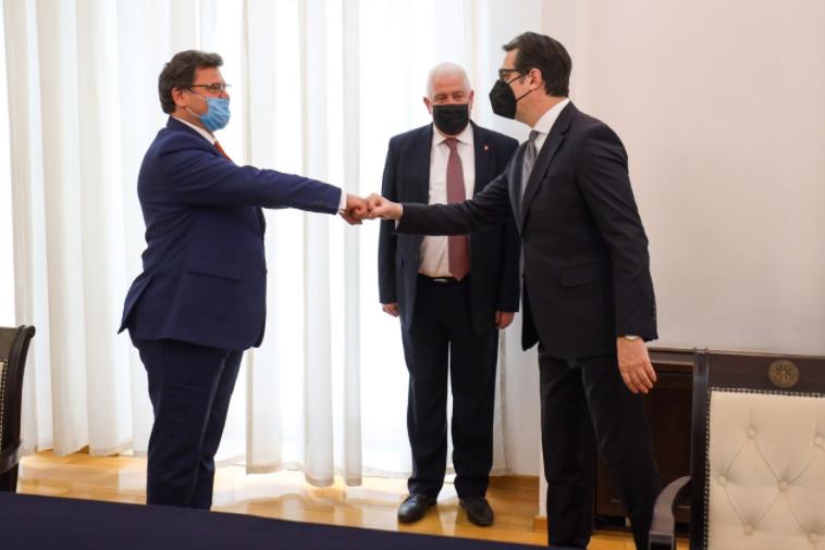 Пендаровски и Мази разменија мислења за меѓувладината конференција и за пристапните преговори