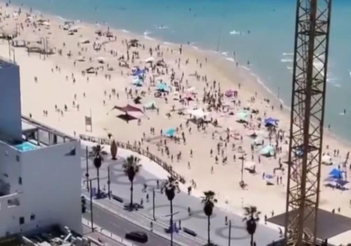 (ВИДЕО)Драматично на плажа: Луѓе почнаа да бегаат откако ја слушнаа сирената за напад во Тел Авив