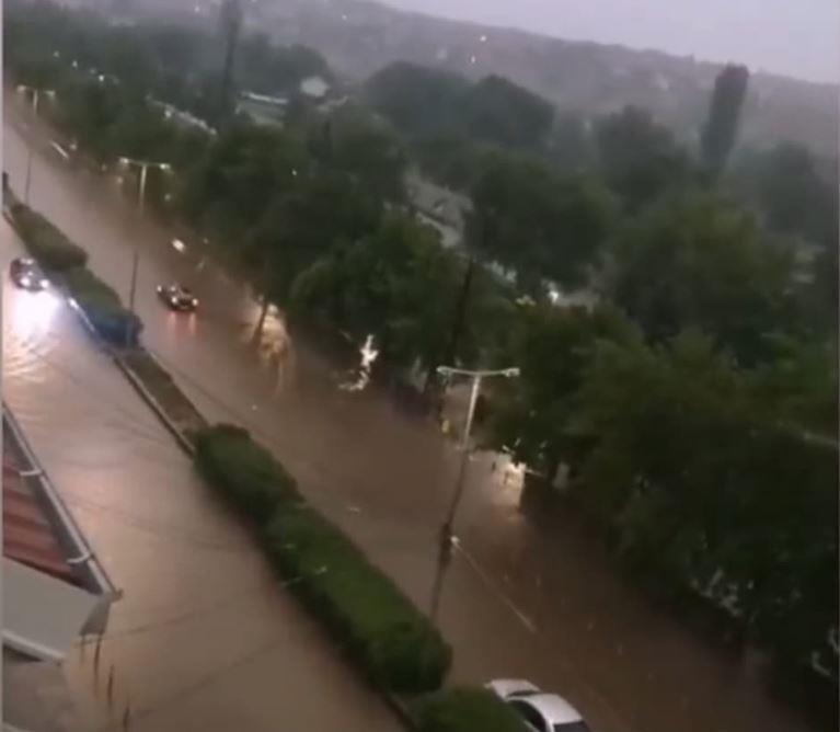 Поплавени улици и подруми, штети од град: Силно невреме во Куманово и регионот