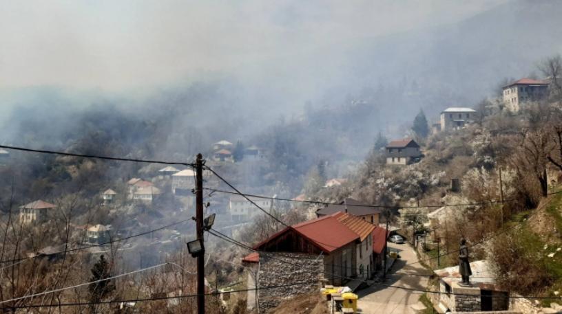 Пожарот над село Галичник ставен под контрола, нема опасност за имотите и куќите